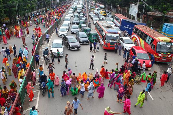 তেজগাঁওয়ে সড়ক অবরোধ