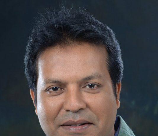 ৬ বছর পর মঞ্চে ফিরলেন সায়েম সামাদ