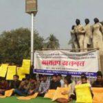 নির্বাচন পেছানোয় উল্লাস করে অনশন প্রত্যাহার শিক্ষার্থীদের
