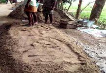 ঠাকুরগাঁওয়ে এলজিইডি'র রাস্তা নির্মাণে অনিয়মের অভিযোগ