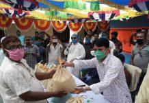 নীলফামারী জেলা বাস মিনিবাস শ্রমিক ইউনিয়নের এক হাজার সদস্যদের মধ্যে খাদ্য সামগ্রী বিতরণ