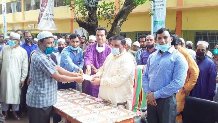বালিয়াডাঙ্গীতে ৬৪০ টি মসজিদের অনুদান হাতে তুলে দিলেন এমপি দবিরুল ইসলাম