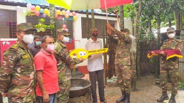 চুনারুঘাটের বীর মুক্তিযোদ্ধা আব্দুর রশিদকে পাকা ঘর উপহার দিলেন সেনাবাহিনী