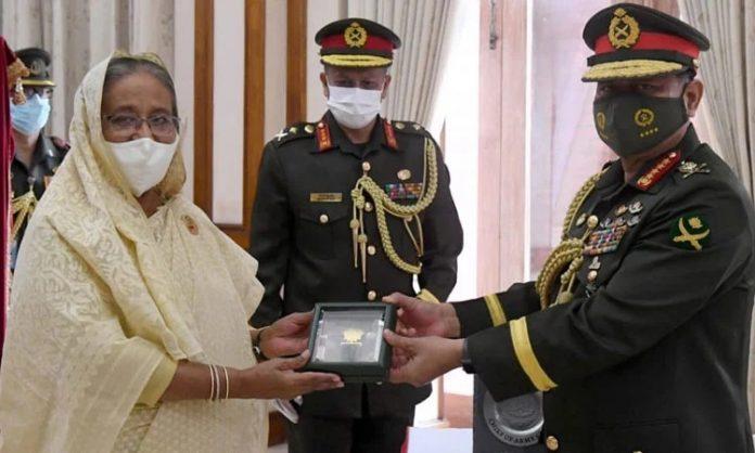 সেনাপ্রধানকে প্রধানমন্ত্রীর 'সেনাবাহিনী পদক' প্রদান