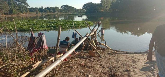 মদনে নদী থেকে অবৈধভাবে বালু উত্তোলন