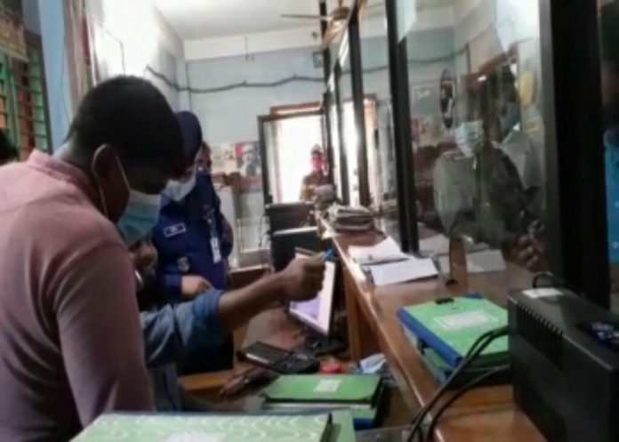চুয়াডাঙ্গায় দিনে-দুপুরে ব্যাংকে ডাকাতি, ৮ লাখ টাকা লুট