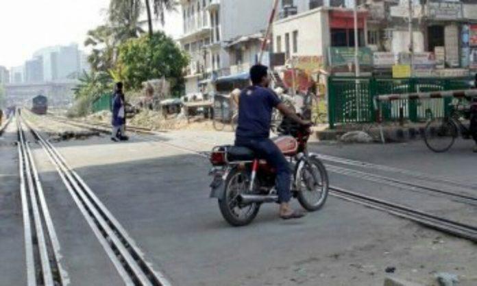 মগবাজারে ট্রেনের ধাক্কায় মোটরসাইকেলের ২ আরোহী নিহত