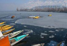 বরফে পরিণত কাশ্মীরের ডাল লেক, ৩০ বছরে শীতলতম রাত